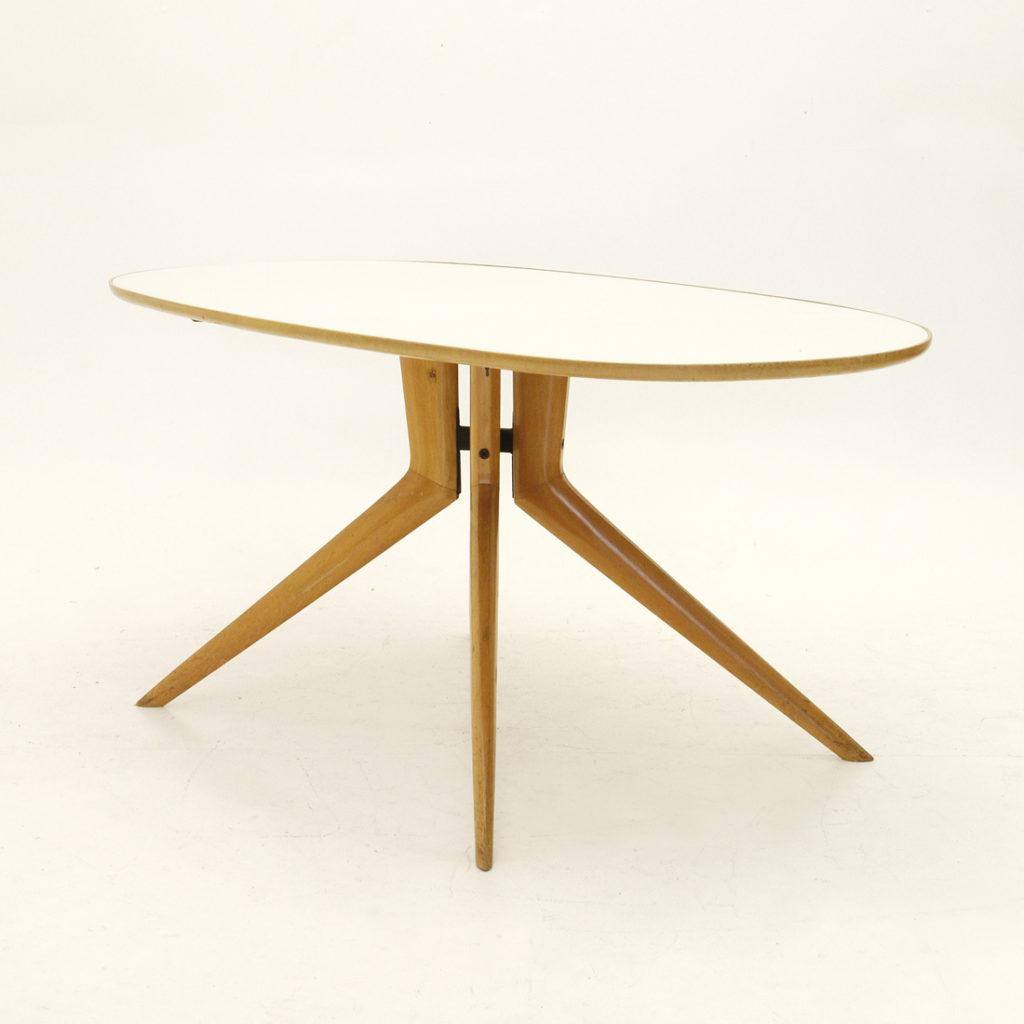 Tavolo in legno ovale con piano in vetro anni 50 nello stile di ...