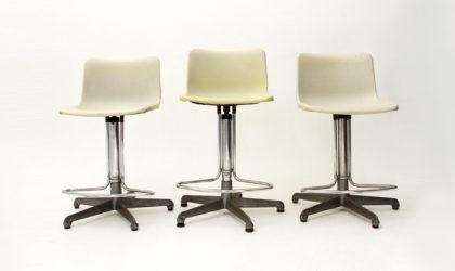 tre sgabelli con seduta in plastica anni 70, vintage stools, space age, heams, 70s