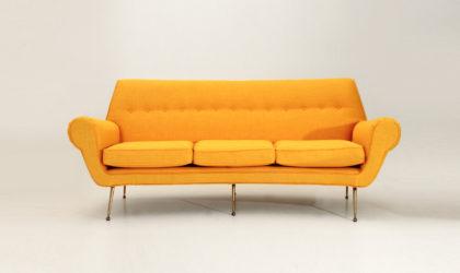 divano tre posti con piedi in ottone anni 50, mid century sofa, gigi radice style, minotti, 50's, italian design modern, brass legs