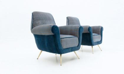 Coppia di poltrone velluto con piedi in ottone anni 60, velvet mid century armchairs, gigi radice, minotti, 60's, blue, italian modern, brass legs