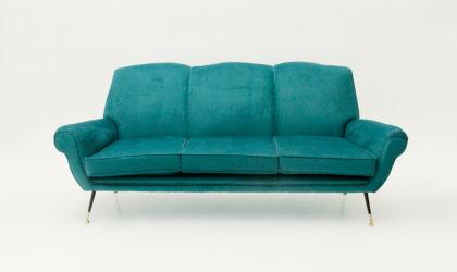 Divano tre posti in velluto anni 50, mid century velvet sofa, brass legs, italian modern design, vintage, gigi radice, minotti