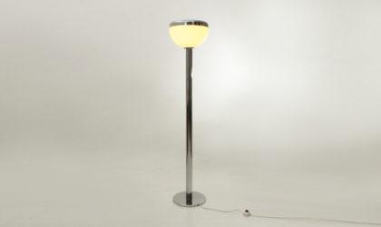 Lampada da terra con diffusore in perspex anni 70, mid century floor lamp, chromed, italian design modern, reggiani, guzzini, 70's