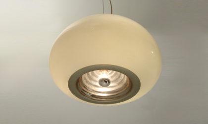 Lampadario Black and White di Achille & Pier Giacomo Castiglioni per Flos anni '60, mid Century pendant lamp, opaline glass, 60's, italian design modern