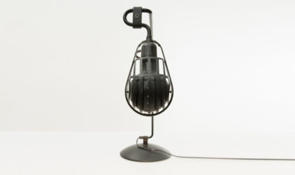 Lampada da tavolo modello Igloo di Tommaso Cimini per Lumina anni '80, table lamp, post modern, vintage, mid century modern, black painted metal, 80's