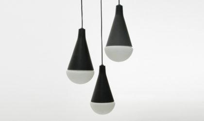 Lampadario a tre pendenti anni '50, mid century pendant lamp, chandelier, italian design, 50's, opal glass, black, stilnovo, arteluce