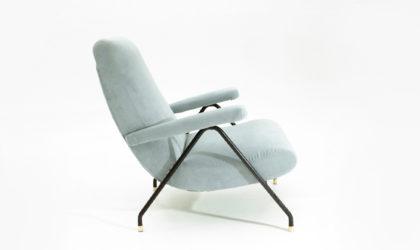 Poltrona in velluto azzurro anni '60, mid century velvet armchair, azure, '60s, italian design, vintage, metal, brass, carlo de carli