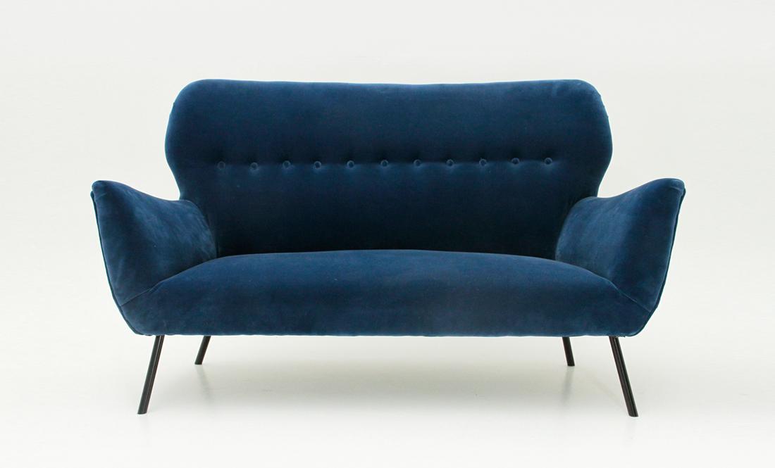 Divano in velluto blu uso interno for Divano velluto blu