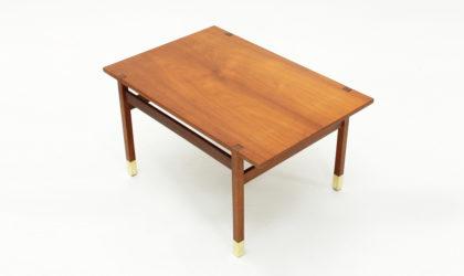 Tavolino in teak con piedi in ottone anni '60, vintage coffee table, mid century modern italian design, 60's, 50's, carlo de carli, parisi, gio ponti, brass