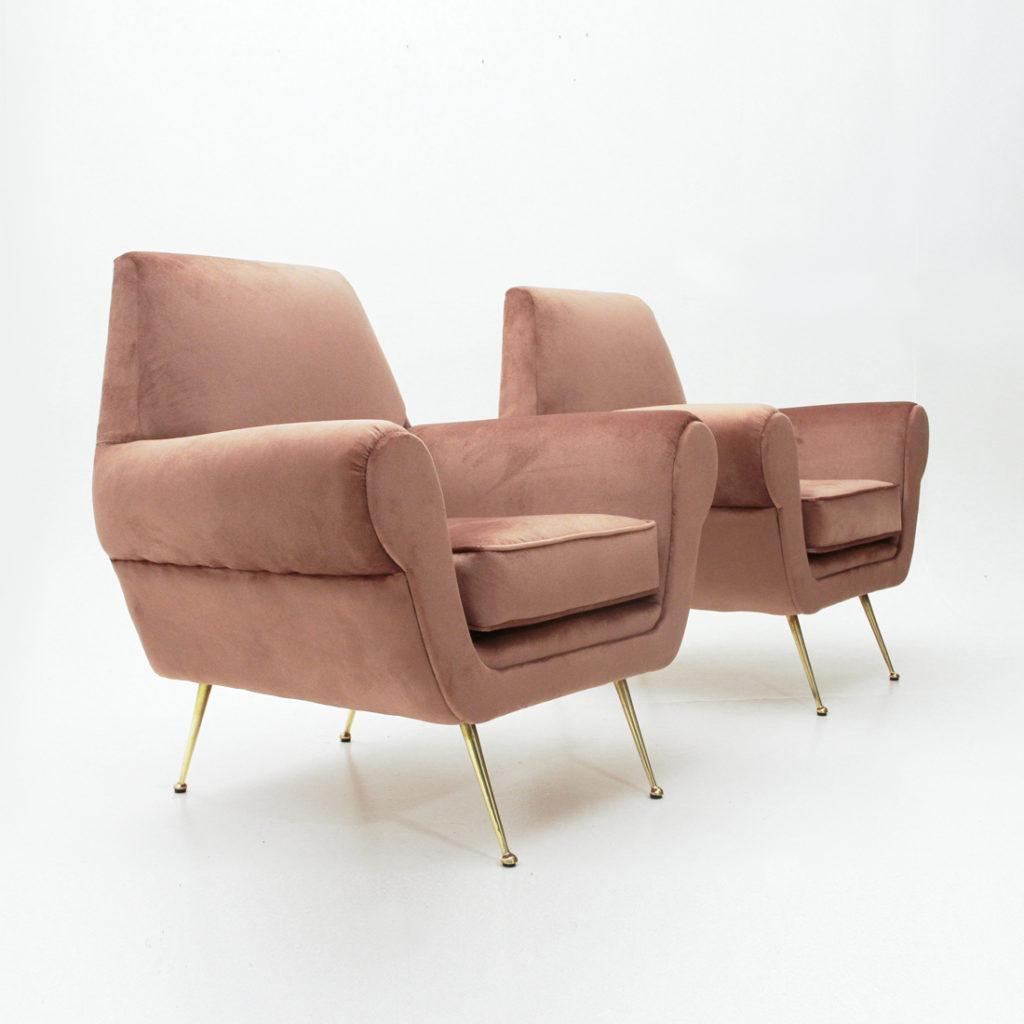 Coppia di poltrone in velluto rosa e piedi in ottone uso for Divani con gambe