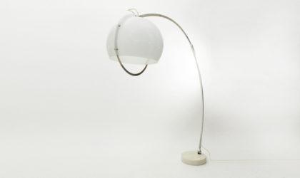 Lampada ad arco con diffusore in perspex anni '60, floor arc lamp, 60s, italian design, mid century modern, reggiani, guzzini, kartell, massoni