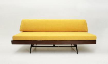 Divano letto in velluto giallo anni '60, vintage sofa bed, yellow velvet, 60s, teak, metal, italian modern design, marco zanuso, arflex