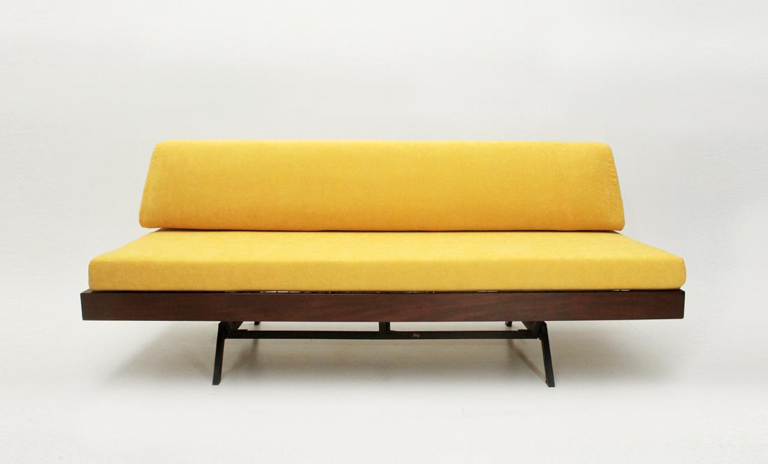Divano letto in velluto giallo anni \'60, vintage sofa bed, yellow ...
