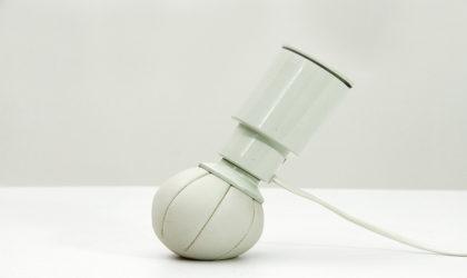 Lampada 600/c bianca di Gino Sarfatti per Arteluce anni '70, vintage table lamp, italian modern design, mid century, 70s, post modern, metal, white,