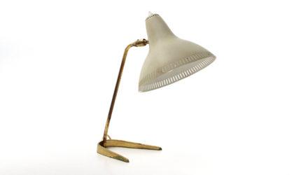 Lampada da tavolo in ottone con diffusore in alluminio bianco anni '50, mid century table lamp, 50s, italian design, vintage, stilnovo, arteluce, arredoluce, stilux,