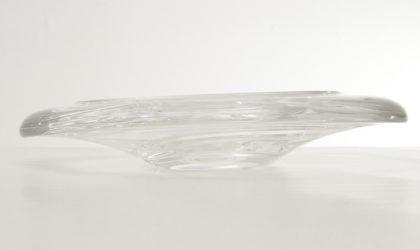 Oggetto in cristallo soffiato a mano e successivamente molato.