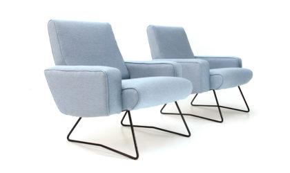 Coppia di poltrone in velluto celeste, anni '60, armchairs, italian design, mid century modern, 60s, light blue fabric,