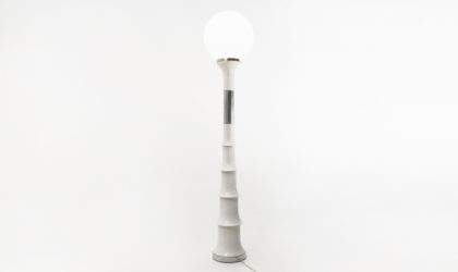 Lampada da terra space age anni '70, floor lamp, italian design, mid century modern, 70s, carlo nason style , joe colombo, glass, white