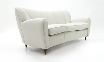 Divano tre posti con gambe a cono anni '40, sofa, 40s, mid-century modern, italian design, gio ponti, casa e giardino, paolo buffa