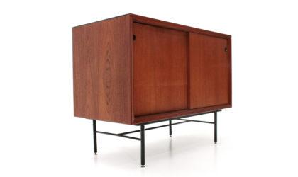 Piccola credenza con piano in vetro nero anni '60, sideboard, 60s, mid-century modern, franco albini, ico parisi, cantù