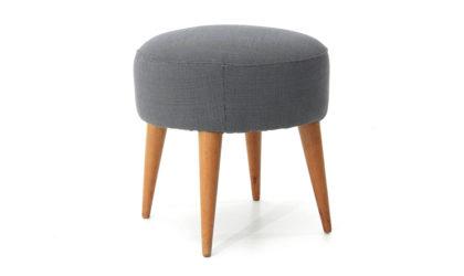 Sgabello con gambe in legno di forma conica anni 50, stool, italian design, mid-century modern, 50s, fabric, conical wood