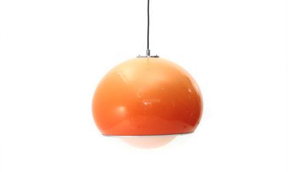 Lampadario '3030' con diffusore arancione di Harvey Guzzini anni 70, pendant lamp, italian design, mid-century modern, space age, joe colombo, massoni