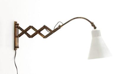 Lampada da muro a pantografo con diffusore bianco anni '50, wall lamp, mid-century modern, 50s, white, italian design,