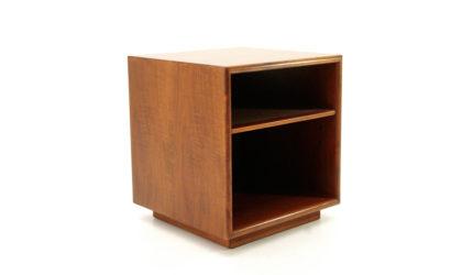 Comodino quadrato in legno anni 60, bed side table, wood, ettore sottsass, poltronova, vintage, italian modern design, cube