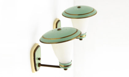 Coppia di applique con diffusore in vetro opalino anni 50, wall lamp, 50s, brass, italian design, mid-century modern, vintage