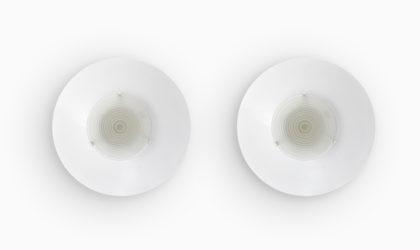 Coppia di applique o plafoniere in metallo e vetro Egoluce anni 80, 80s, wall ceiling light, post modern, italian design, vintage, round, white