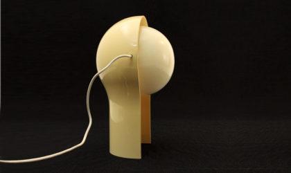 Lampada da tavolo 'Telegono' di Vico Magistretti per Artemide anni 60, 60s, vintage, table lamp, abs, plastic, white, italian modern design