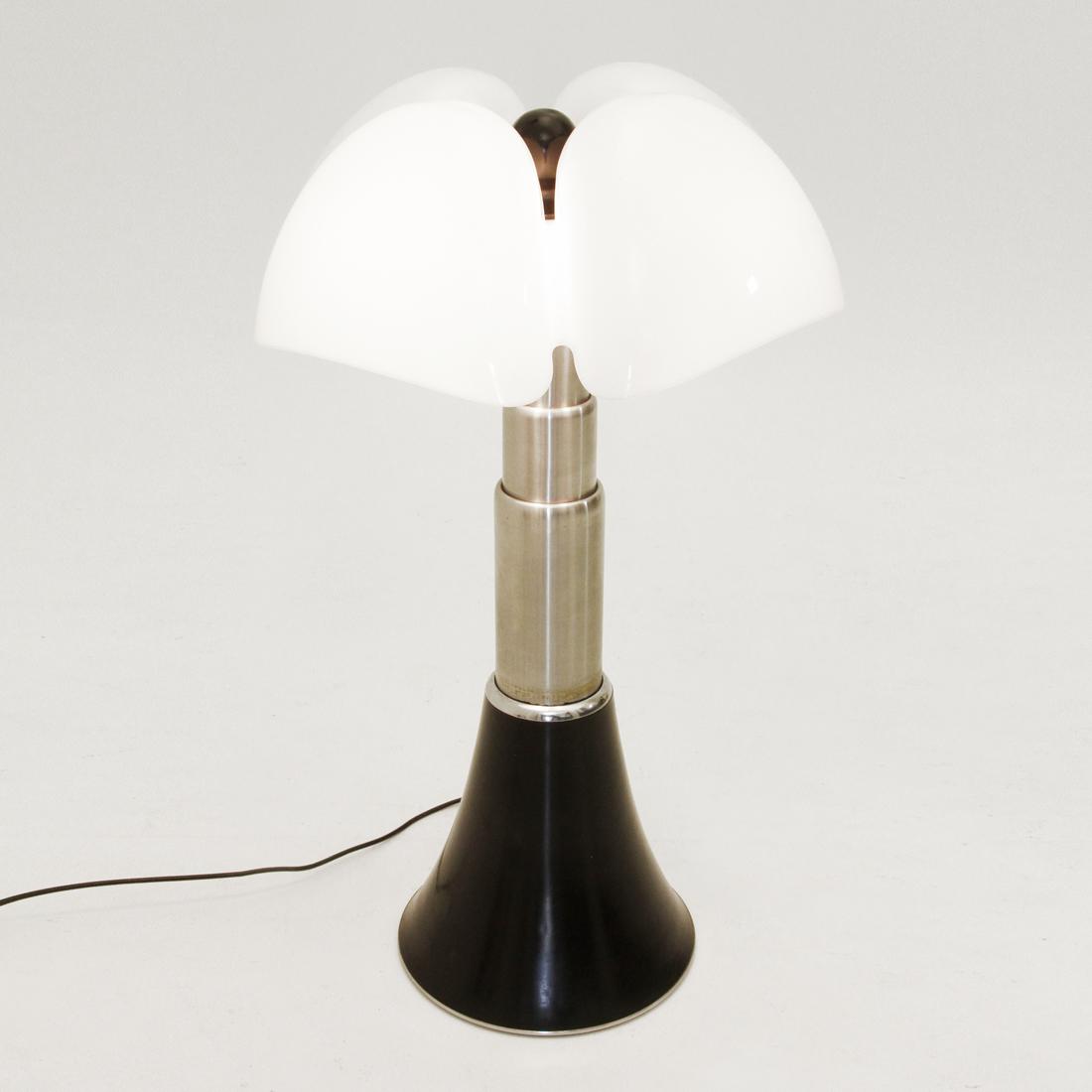 Lampada Pipistrello design Gae Aulenti per Martinelli Luce